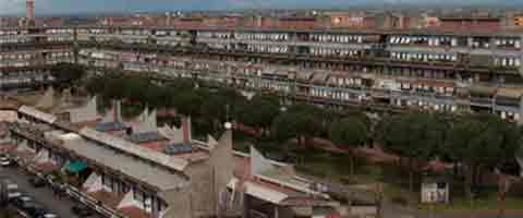 """Imagen-La periferia de Roma estalla contra los inmigrantes: """"Vamos a la guerra"""""""